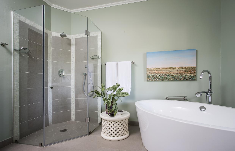 Guest En Suite Bathroom: W Cubed Interior Design
